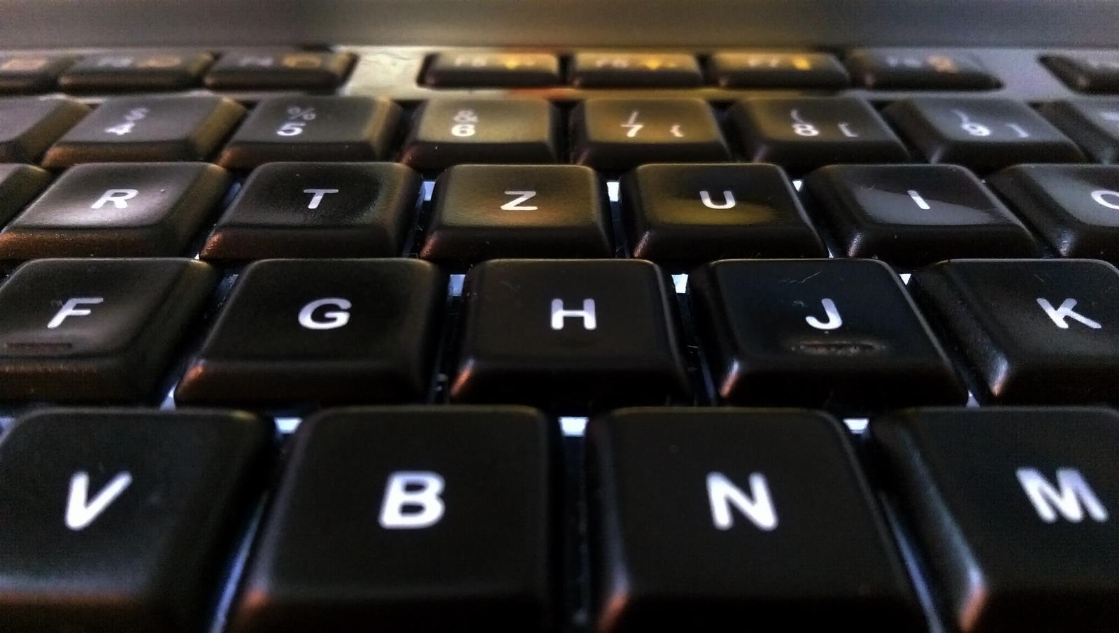 Logitech-Keyboard (darkened)